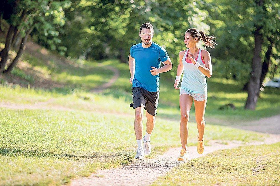 Nezbytný (izřadyjiných důvodů) je pohyb, dostatečný příjem tekutin, ovoce, zeleniny icelozrnných potravin.