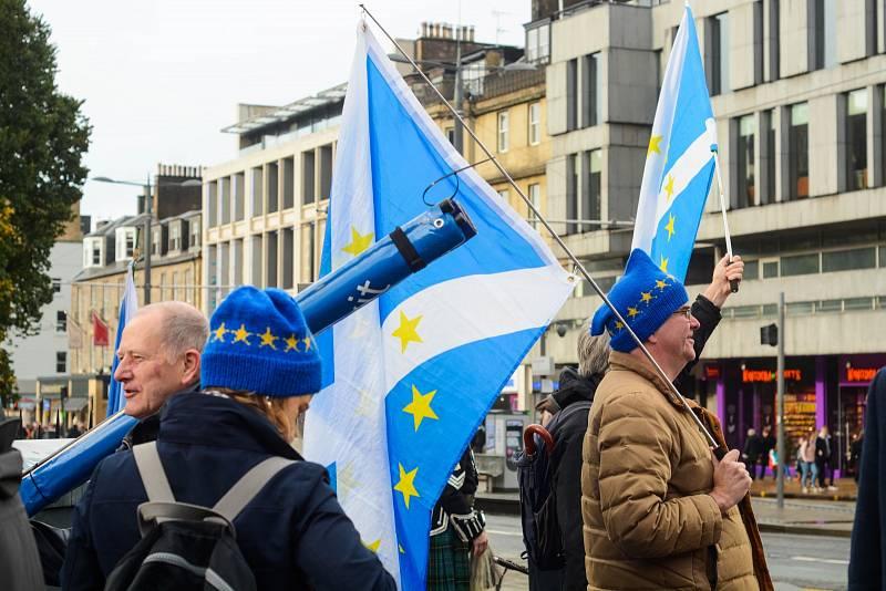 Dohoda poskytuje Británii možnost konzultace při rozšiřování EU. Vylučuje ovšem veto. To znamená, že Londýn by například nemohl zastavit potenciální vstup Skotska do Unie, který se zdá čím dál tím víc pravděpodobnější.