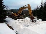 Kamiíony svážejí sníh z Jizerských hor pro Světový pohár