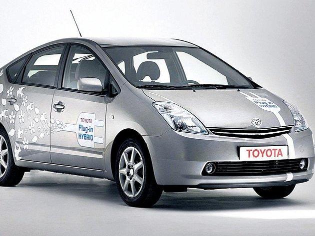 Kde máte zásuvku? Už žádná benzinová pumpa – tak má vypadat budoucnost automobilů v podání Toyoty již za dva roky