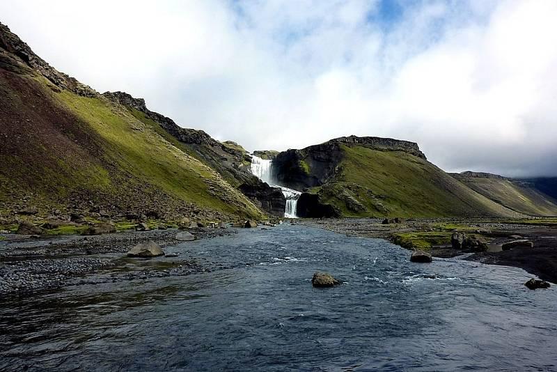 Největším evropským národním parkem je islanský Vatnajökull. Rozkládá se na stejnojmenném ledovci. Nabízí ale pohled nejen na ledovou krásu.