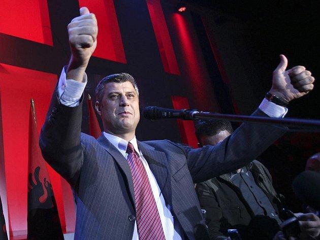 Bývalý povstalecký velitel kosovských Albánců Hashim Thaçi prohlásil vítězství své Demokratické strany Kosova (PDK) v sobotních parlamentních volbách.