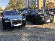Na pohřbu Jana Kočky mladšího nebyla nouze o luxusní vozy.