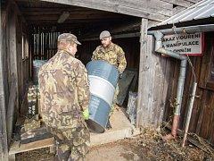 Armáda o víkendu výrazně pokročila s rušením základen ve Vrběticích a Haluzicích. Na starost jej má pětačtyřicetičlenná likvidační skupina vojáků z Pardubic.