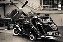 Národní technické muzeum vystavuje historické vozy Bentley a Rolls-Royce.
