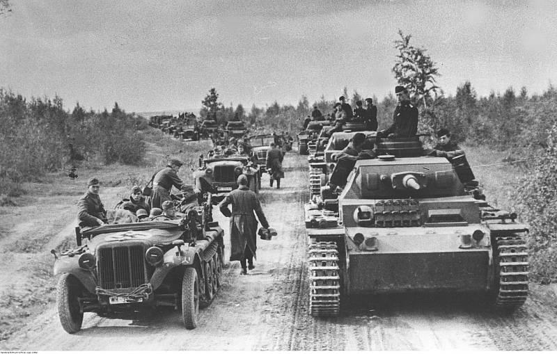 Německé obrněné kolony na postupu k Moskvě, říjen 1941