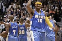 Carmelo Anthony měl v utkání proti Dallasu dost důvodů k radosti. Nastřílel 43 bodů a jeho Denver těsně vyhrál.