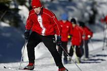 Zdeněk Šenkeřík pocítil, že bruslit na běžkách do kopce není žádná legrace.