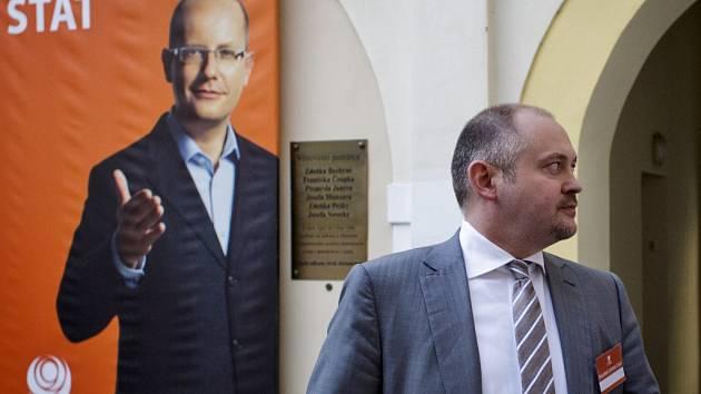Michal Hašek zklamaný z chudého vítězství ČSSD.