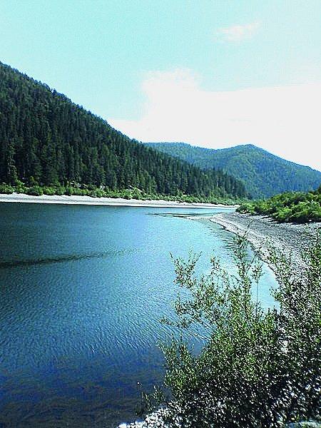 Váh. Nejdelší slovenská řeka je pro vodáky zajímavá od soutoku Bieleho aČierneho Váhu.