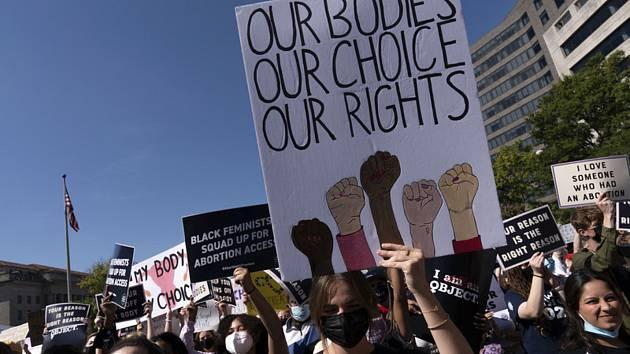 Američanky demonstrují za práva žen na potraty ve Washingtonu 2. října 2021