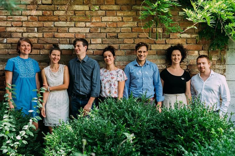 Atelier Partero byl založen v roce 2006 a je veden autorskou dvojicí Mirka Svorová a Jakub Finger