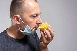 Podle vědeckých studií provází onemocnění covid-19 ztráta čichu a chuti kolem 80 procent všech pacientů.