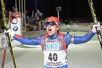 Zasloužená radost. Biatlonista Ondřej Moravec vybojoval ve vytrvalostním závodu na MS bronz.