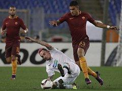 Martin Zeman z Plzně (v bílém) proti AS Řím.
