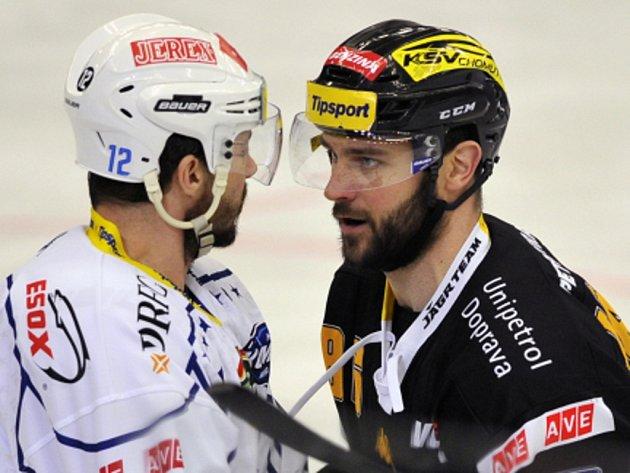 Leoš Čermák z Brna (vlevo) a Peter Jánský z Litvínova v ostré diskuzi.