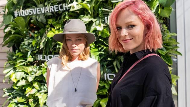 Ester Geislerová (vpravo) a Josefina Bakošová