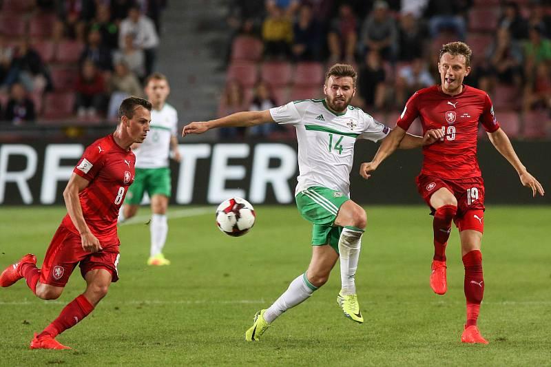 Vladimír Darida (vlevo) proti Severnímu Irsku.