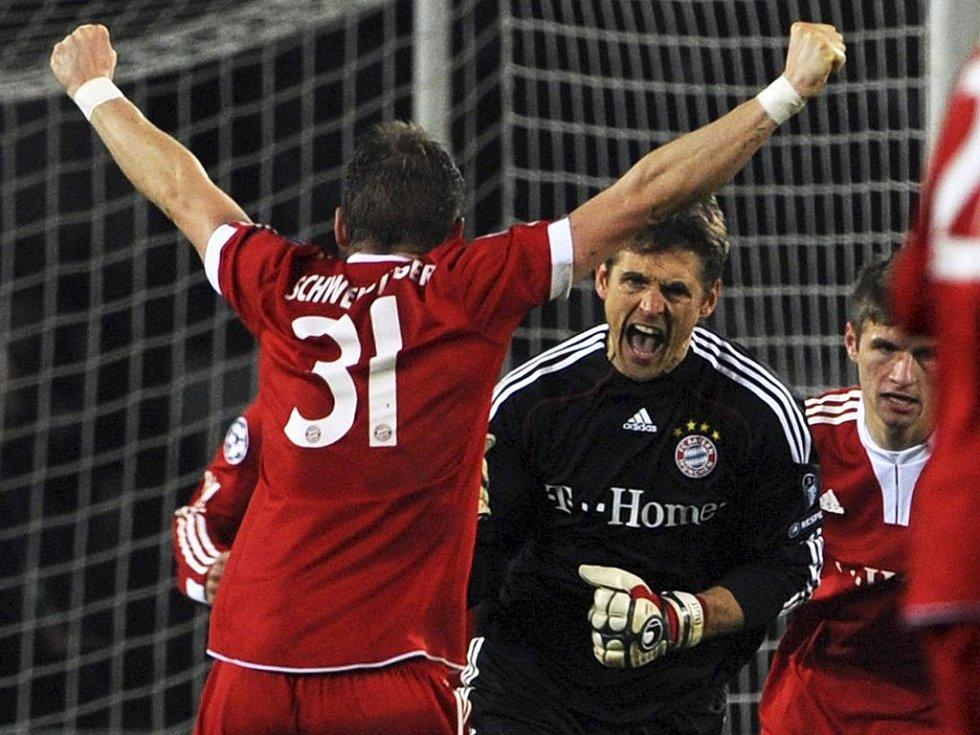 Gólman Bayernu Mnichov Hans-Jörg Butt (v černém) dal penaltu Juventusu v Lize mistrů.