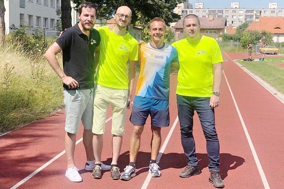 Setkání. Zleva Milan Hrazánek (manažer projektu), Aleš Doležal (kameraman), Tomáš Vodička a David Nejedlý (redaktor Deníku).