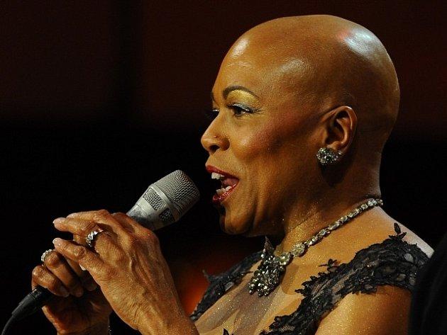 Jazzová vokalistka Dee Dee Bridgewaterová.