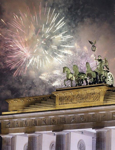 Oslavy příchodu nového roku v Berlíně.