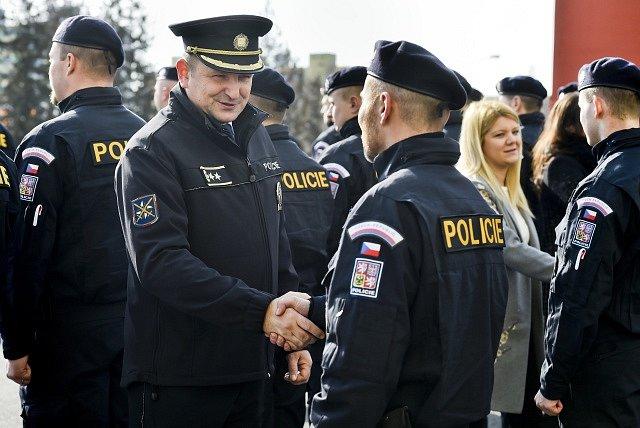 Policejní prezident Tomáš Tuhý (druhý zleva).