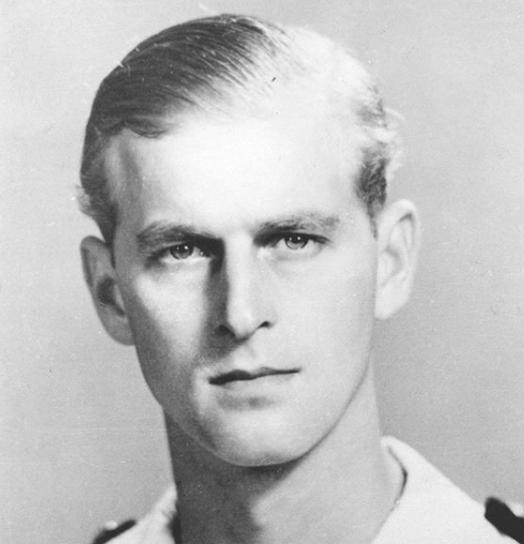 V roce 1922 po porážce v řecko-turecké válce byl evakuován z Řecka a spolu s otcem zbaven řeckého občanství. Během druhé světové války sloužil v britském vojenském námořnictvu.