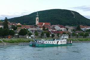 Krásný historický rakouský Hainburg nabízí levnější bydlení, než nedaleká většinou paneláková Bratislava