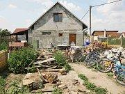 Dům ve Vlasaticích, ve kterém policisté našli tři mrtvé děti.