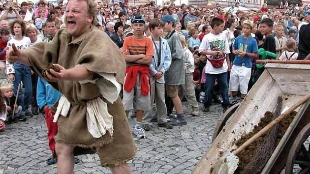 Středověké tržiště o Císařském dni doplňují taverny, šenky i pouliční divadlo.