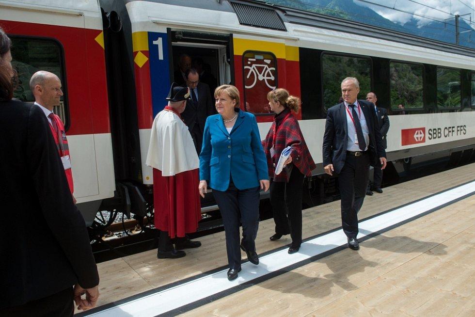 PRVNÍ JÍZDU si v červnu 2016 užila i Angela Merkelová.