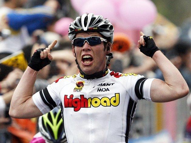 Mark Cavendish se raduje z vítězství ve 4. etapě slavného závodu Giro d´Italia.