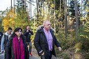 Uprchlický tábor v Bělé - Jezové. Návštěva ministra Chovance a ministryně Marksové
