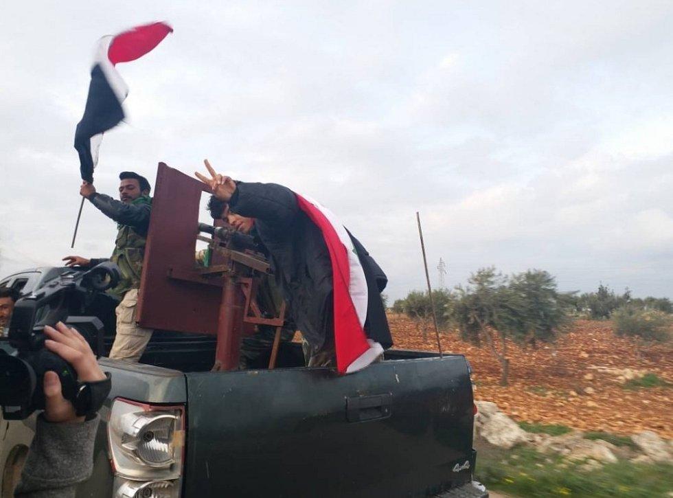 Příjezd syrských provládních jednotek do Afrínu
