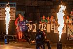 Brankářka Eva Bezpalcová probíhá plameny při prvním domácím zápase v Lize mistrů. Hraje se na chomutovském zimním stadionu