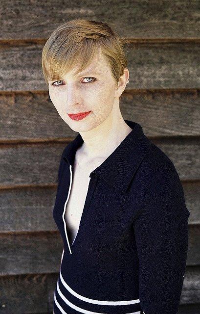 Chelse Manningová zveřejnila svoji aktuální podobu. Jako vojín Manning poskytla Assangovi tajné depeše amerických ambasád.