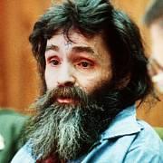 """Manson a jeho """"žáci"""" koncem 60. let minulého století povraždili v Los Angeles devět lidí včetně herečky Sharon Tateové, manželky režiséra Romana Polanského."""