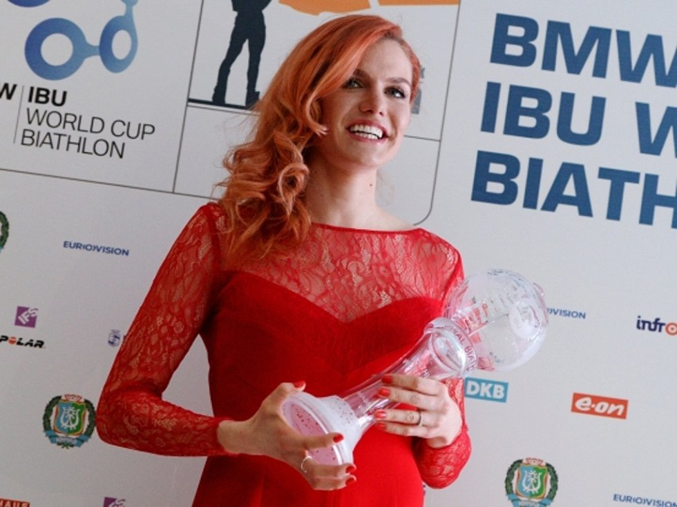 Gabriela Soukalová s velkým křišťálovým glóbem.