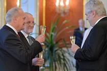 Prezident Miloš Zeman jmenoval 20. ledna v Praze Jana Musila (vlevo) a Jiřího Zemánka (druhý zleva) soudci Ústavního soudu.
