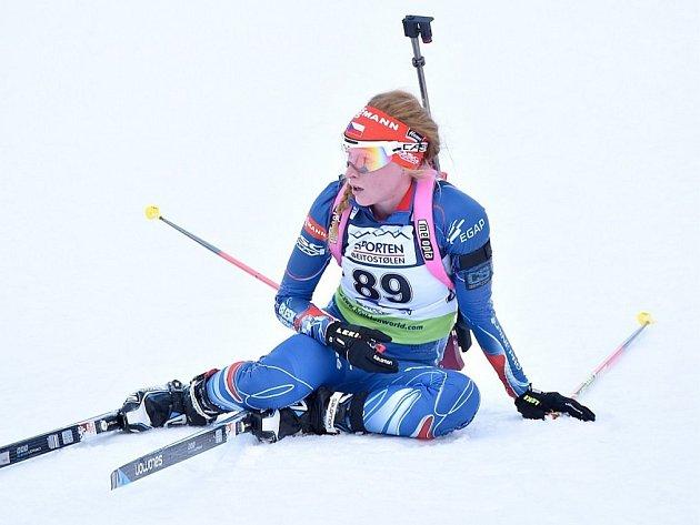 Markéta Davidová v cíli sprintu na IBU Cupu v Norsku.