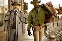 DJANGO. Mezi filmovými hity letošního roku bude i westernová novinka Quentina Tarantina, mj. s Christophem Waltzem a Jamiem Foxem.