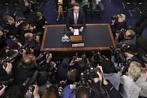 Mark Zuckeberg před americkým Senátem