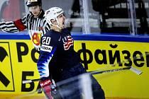 Americký hokejista Chris Kreider slaví jeden ze svých dvou gólů v zápase o bronz proti Kanadě.