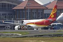 Sedmnáct osob na palubě airbusu hongkongských aerolinií utrpělo zranění kvůli silným turbulencím, do nichž se letoun dostal dnes časně ráno nad indonéským ostrovem Borneo.