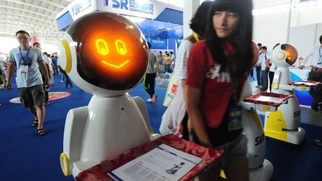 Lidé a roboti - ilustrační foto