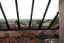 K požáru dvoupatrového bytového domu došlo v sobotu dopoledne ve Střížově na Českobudějovicku.