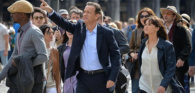 Tom Hanks a Felicity Jones ve filmu Inferno (2016)