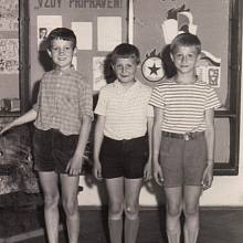 Jakub Sviták (vlevo) ve škole v roce 1963