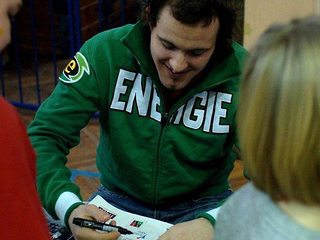 Hokejisté karlovarské Energie besedovali v pátek 17. prosince 2010 se žáky Základní školy v Tuhnicích.